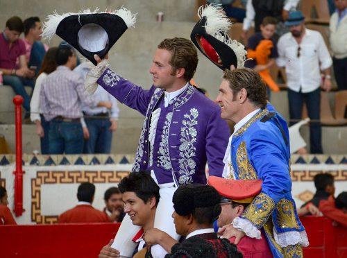 Hernández Garate y Santos a hombros en corrida de rejones