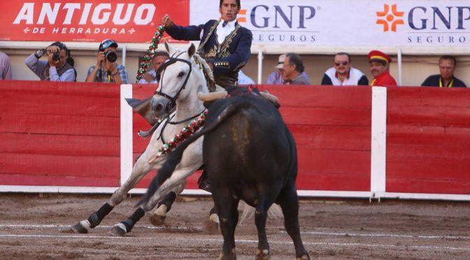 Gamero encabeza festival benéfico en Tenango del Valle