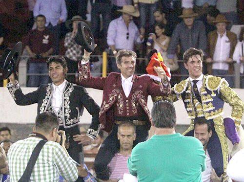 Hermoso, Pimentel y Álvaro a hombros en Alpuyeca
