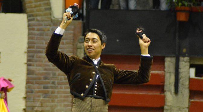 Sergio Flores brilla en Arroyo y corta dos orejas