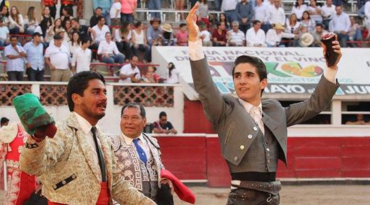 Santiago Zendejas triunfa con Los Forcados Queretanos