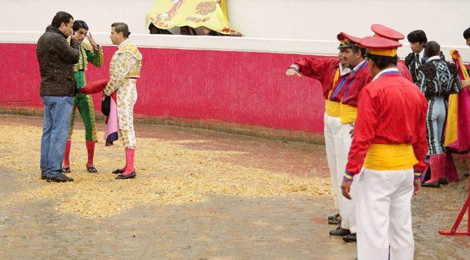 Debido a la lluvia suspenden corrida de Feria del Toro