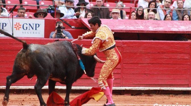 Destaca encierro de Caparica en La México; Castellanos, herido