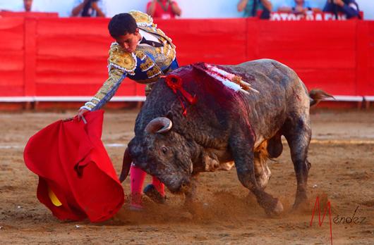 Leo Valadez da valiosa vuelta al ruedo en Guadalajara