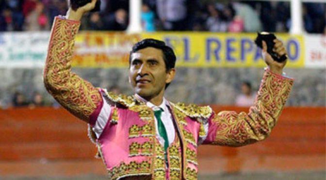 José Ortiz pasea dos orejas en Tenamaxtlán