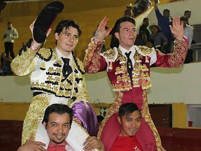 Michelito y Vanegas triunfan en Peto tras indultos