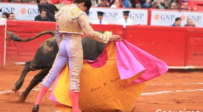 Tarde de contrastes y detalles en la México…(Fotos)