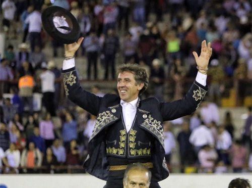 Sale a hombros Pablo Hermoso en Mazatlán