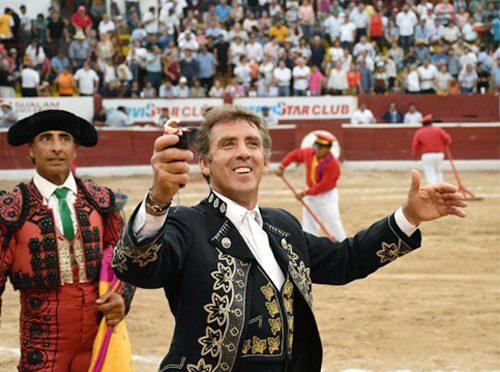 Pasean oreja los Hermoso de Mendoza en Merida