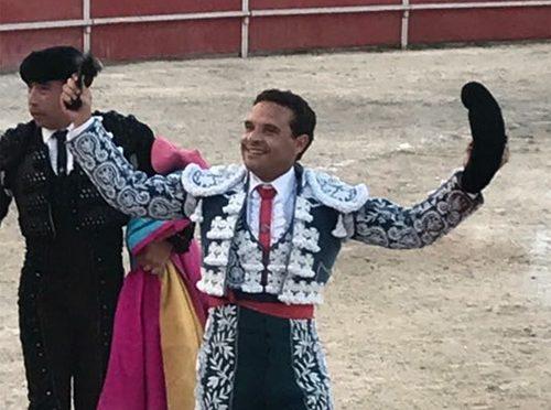 Javier Ocampo pasea oreja en  San Francisco, Campeche