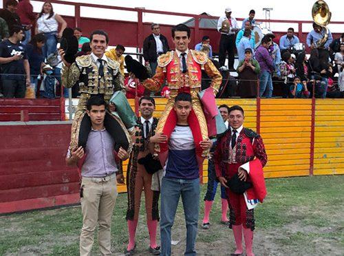 """""""Calita"""" y Lorenzo Garza triunfan en festejo de Tecámac"""