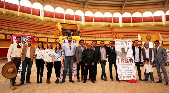 Presentar carteles taurinos para la Feria de Teziután…(Fotos)