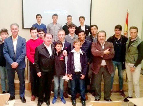 Ofrece charla Eloy Cavazos a alumnos de Madrid