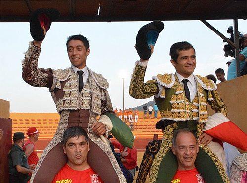 Joselito Adame y Sergio Flores a hombros en Puerto Real, España