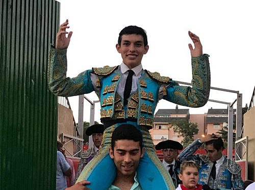 Triunfa en novillero mexicano Isaac Fonseca en Villalba, España