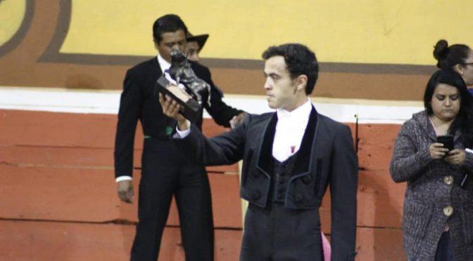 José María arropado por su gente en fiesta taurina