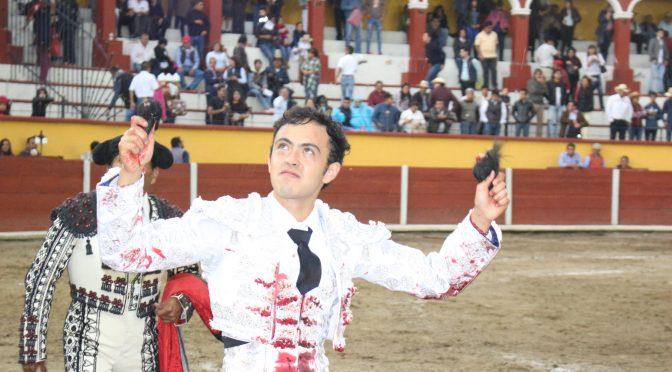 A hombros José María Macías en Tlaxcala