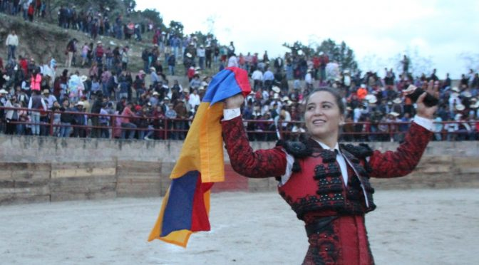 Rocío Moreli corta única oreja en Ixtacamaxtitlán
