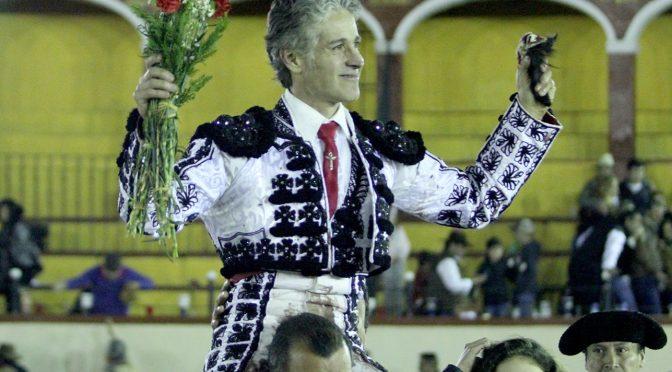 Federico Pizarro sale a hombros en su despedida en Tlaxcala