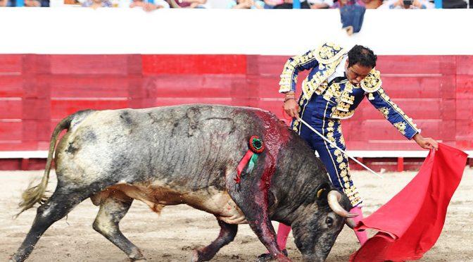José Luis Angelino sale a hombros en Tetla, Tlaxcala