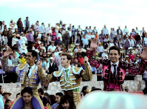 Todos a hombros en corrida de Doxey, Hidalgo