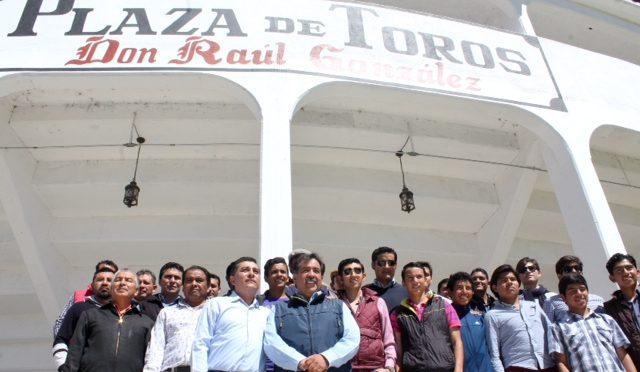 Familia taurina de Tlaxcala reconoce a edil de Tetla…(Fotos)