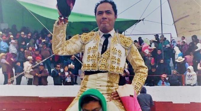 José Luis Angelino a hombros en Zapata, Tlaxcala