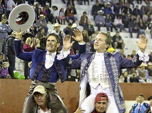 Triunfal corrida de rejones en Ayutla, Jalisco