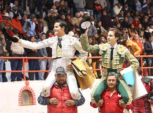 A hombros Arriaga y José Mauricio en Tetepango