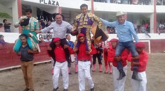 Triunfal tarde de toros en Tetla..(Fotos)