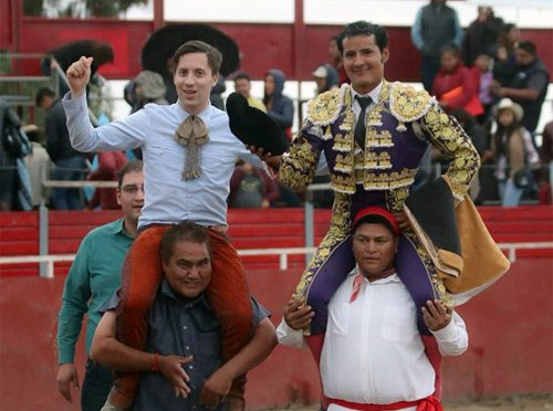 En Tlaxiaca salen a hombros Gallo y Angelino de Arriaga
