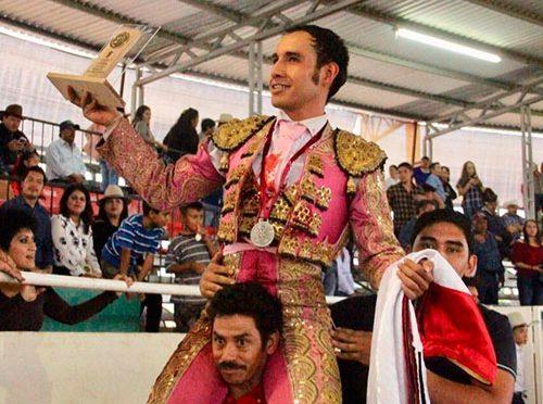 Edgar Badillo triunfa en Villa de Coss