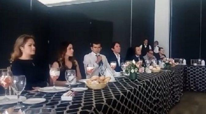 Convive Joselito Adame con aficionados en Pachuca