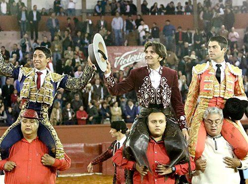 Ventura, Rivera y Flores salen a hombros en El Paseo