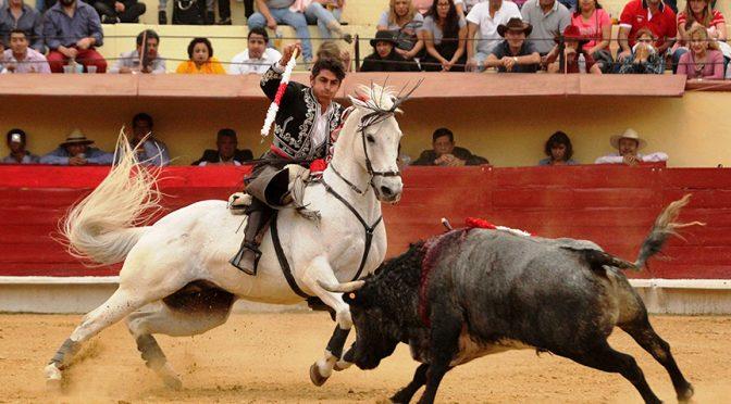 Joaquín Gallo sale a hombros en Texcoco